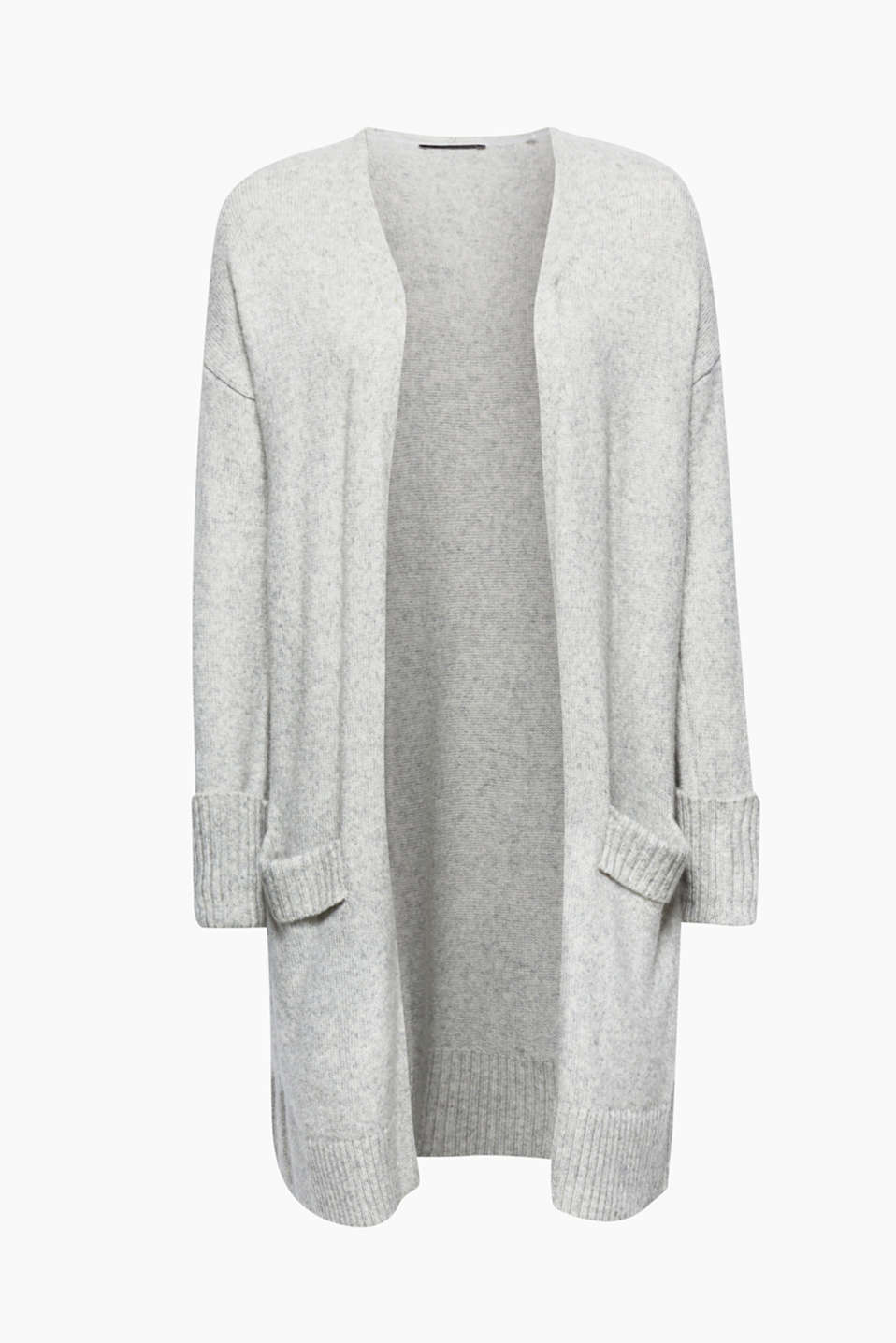 Comfy knitwear: this open, melange long cardigan with patch pockets is a prime example!