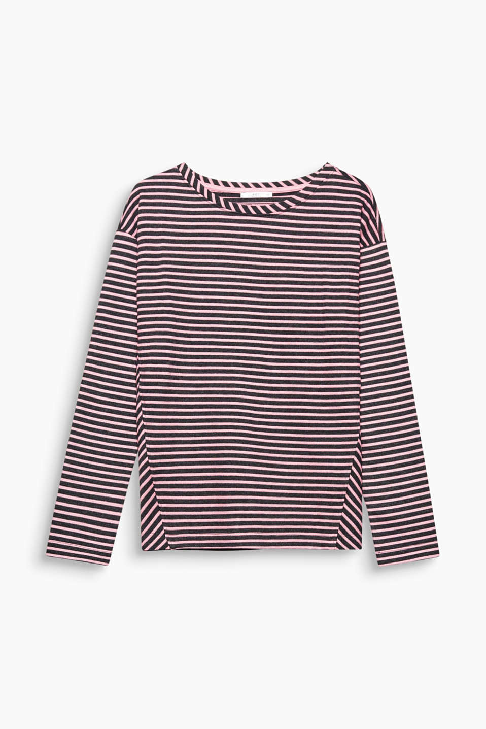 This sweatshirt offers stripes like you have never seen them before on textured piqué in a new silhouette!