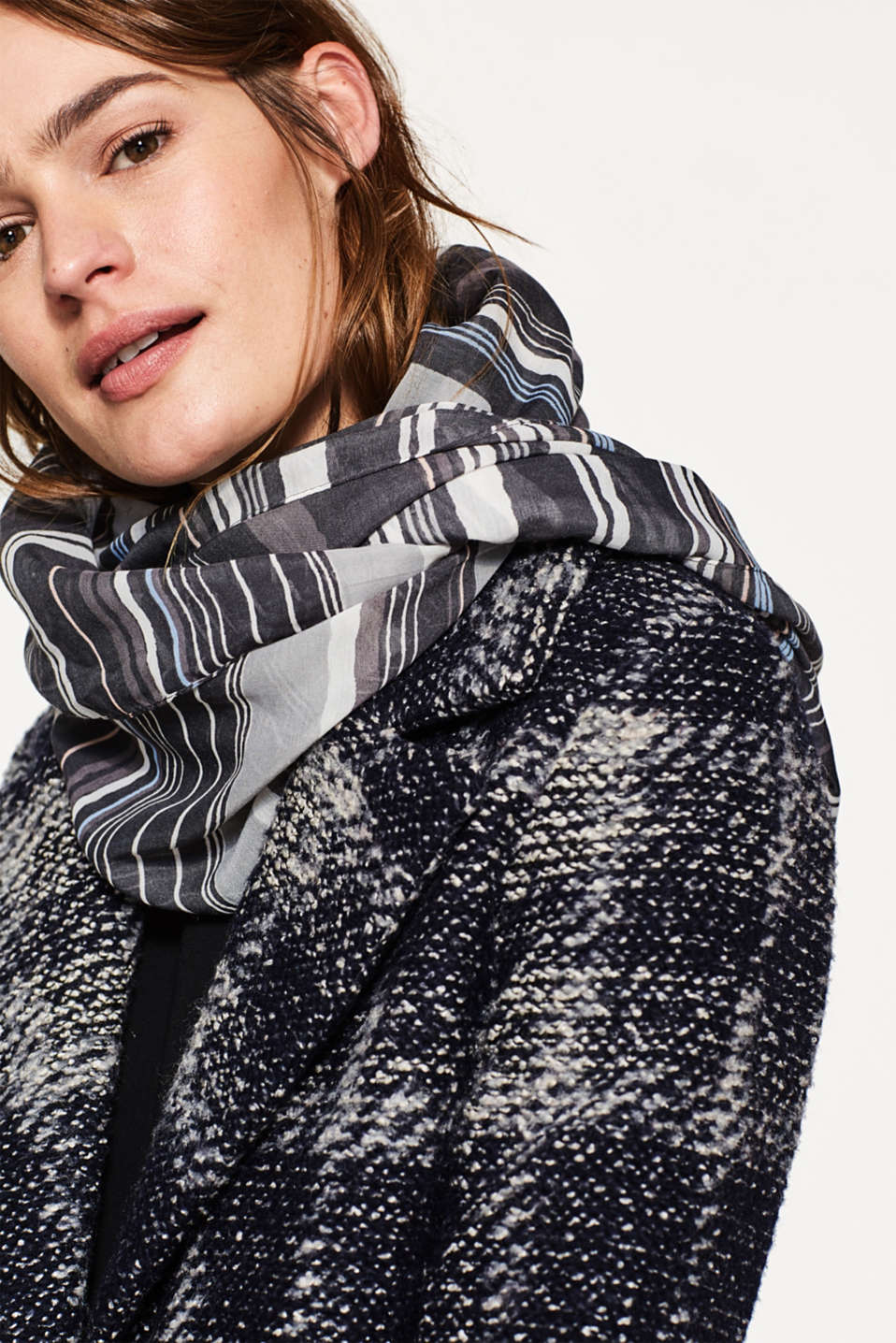 Lightweight snood with stripes or flowers
