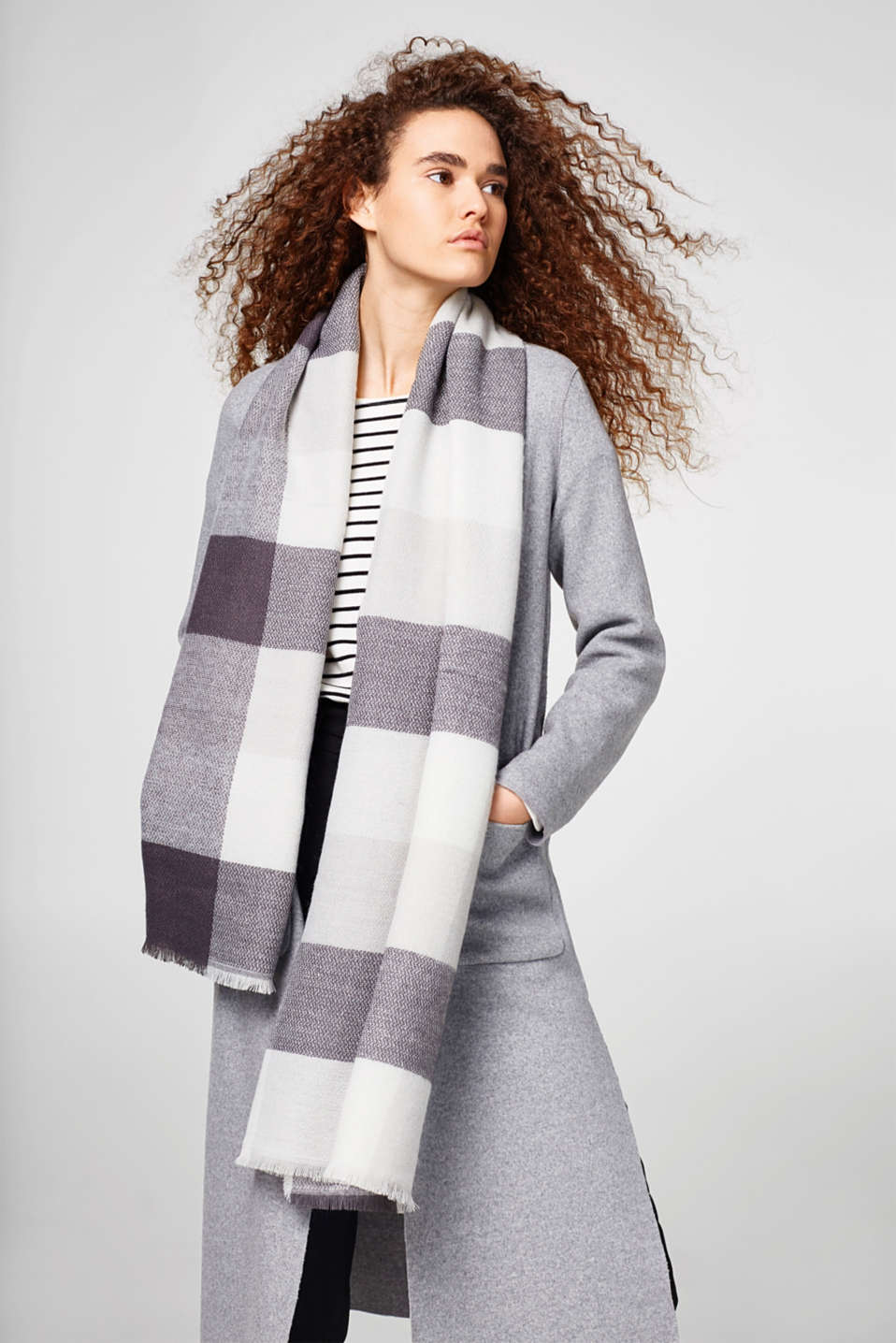 Soft woven scarf with a check pattern