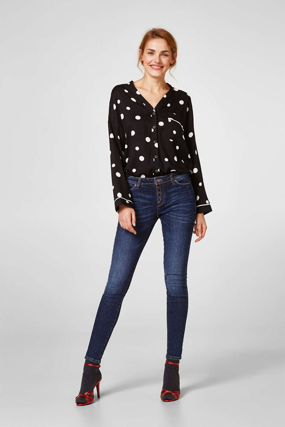 Stretch jeans with innovative button placket