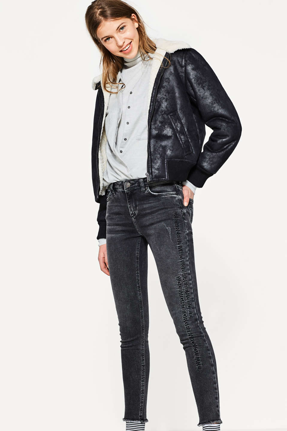 Stretch jeans with a textured statement