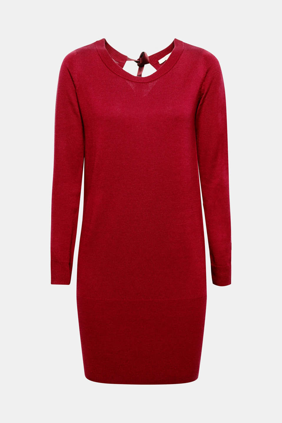 Made with love! A statement on the decorative band at the nape of this casual knitted dress.