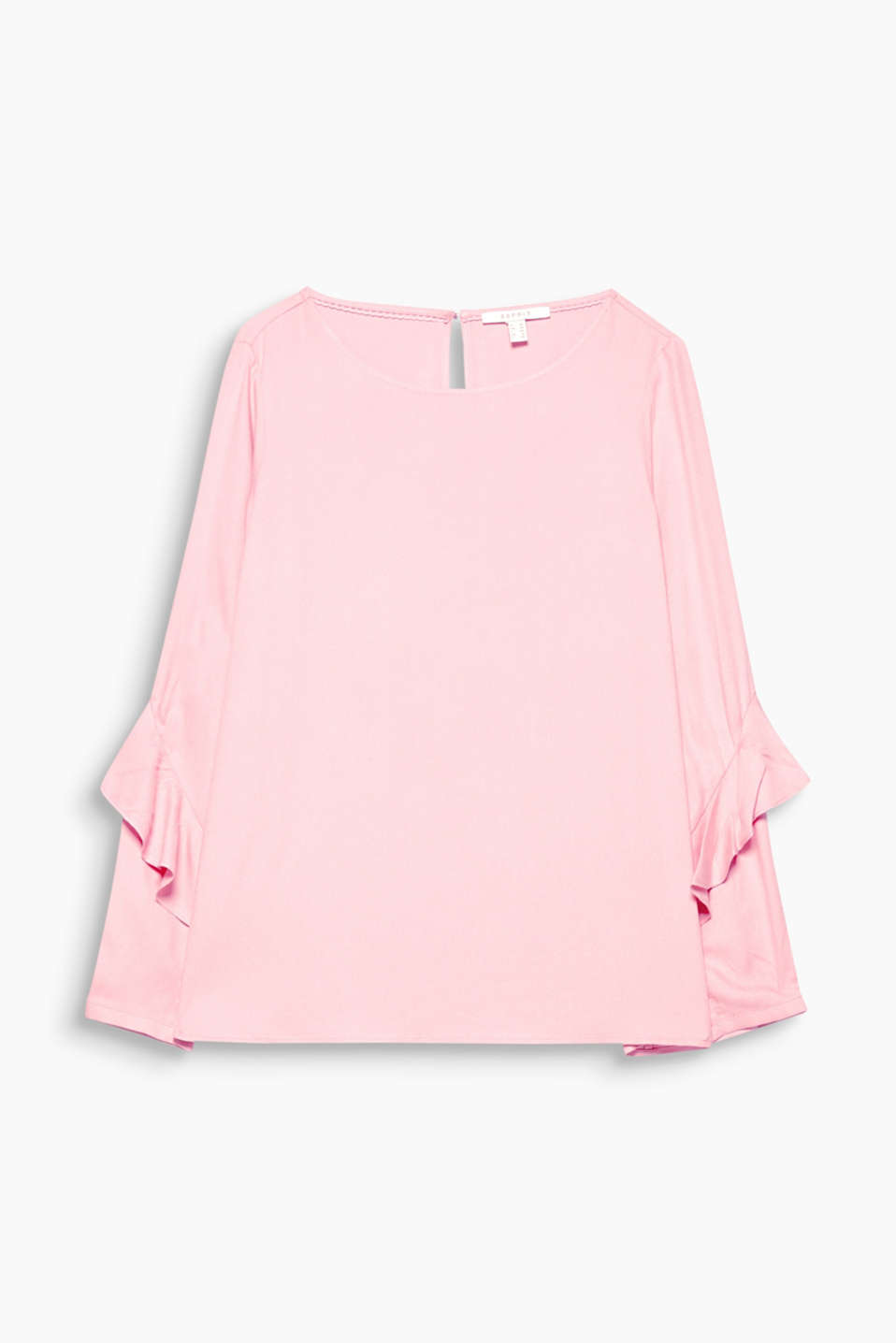 This blouse with a casual cut and elaborate frills on the long sleeves is a feminine and flowing fashion star!