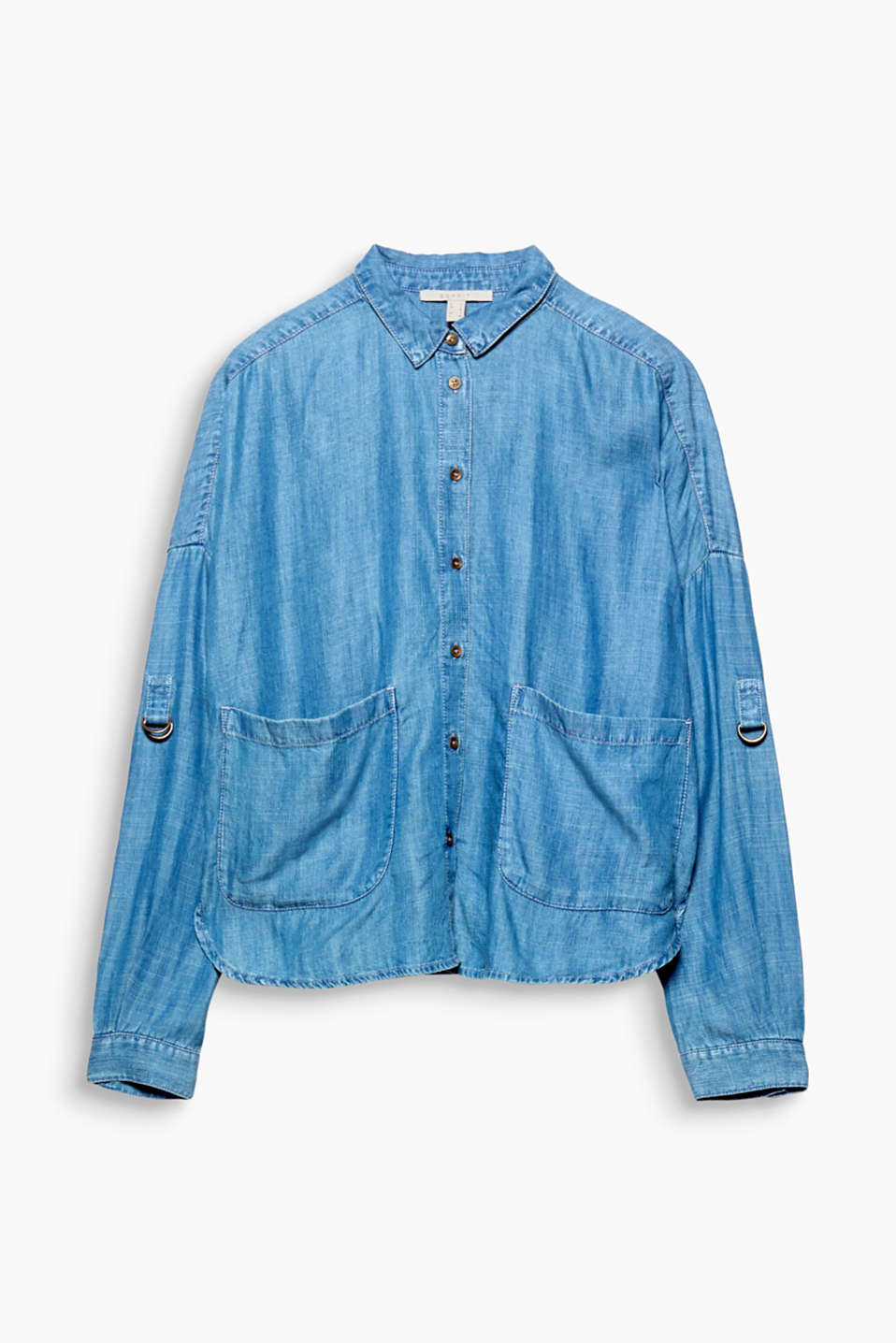 This wide and boxy, oversized blouse in flowing lyocell with a pale denim finish and turn-up sleeves is unbeatably casual!
