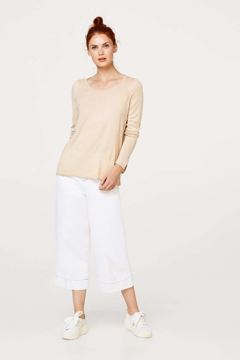 Light jumper with sleeve slits