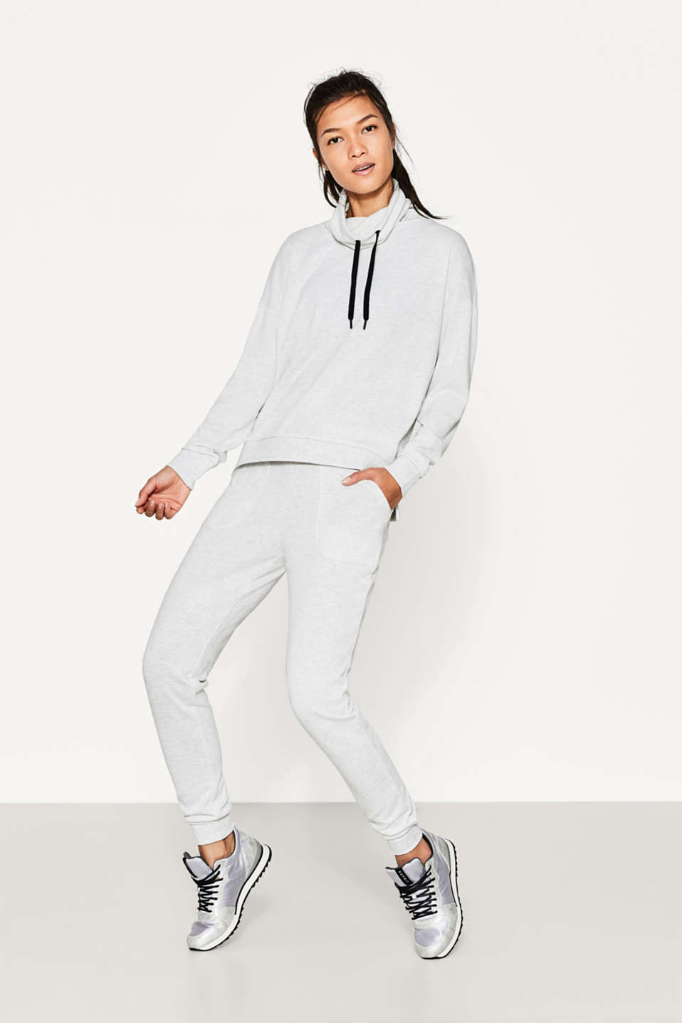 Esprit - Flowing sweatshirt with a high collar