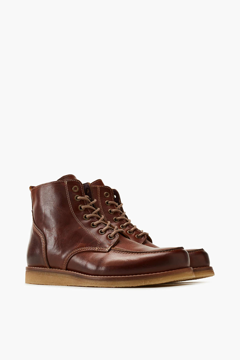 Robust leather lace-up boots
