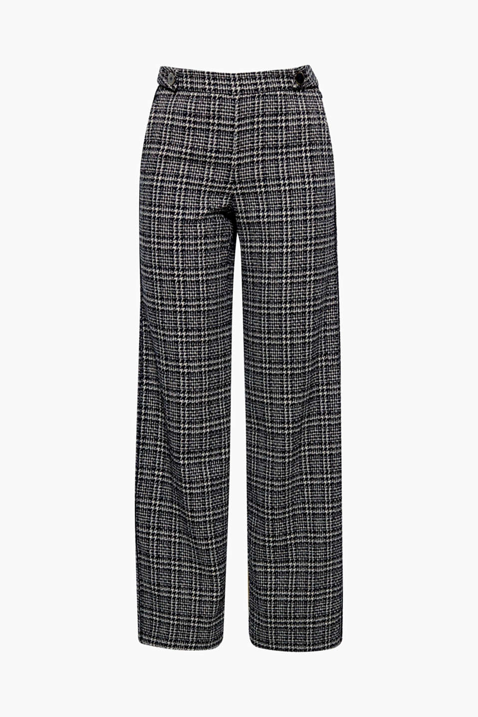 Fashion highlight: trainers and a white blouse are perfect wearing with these extra-wide, checked bouclé trousers!