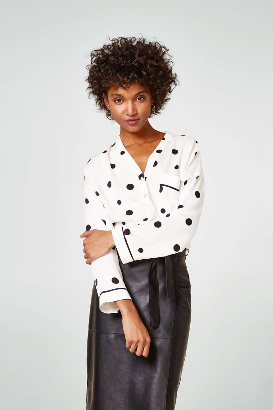 Esprit - Fashionable blouse with polka dots