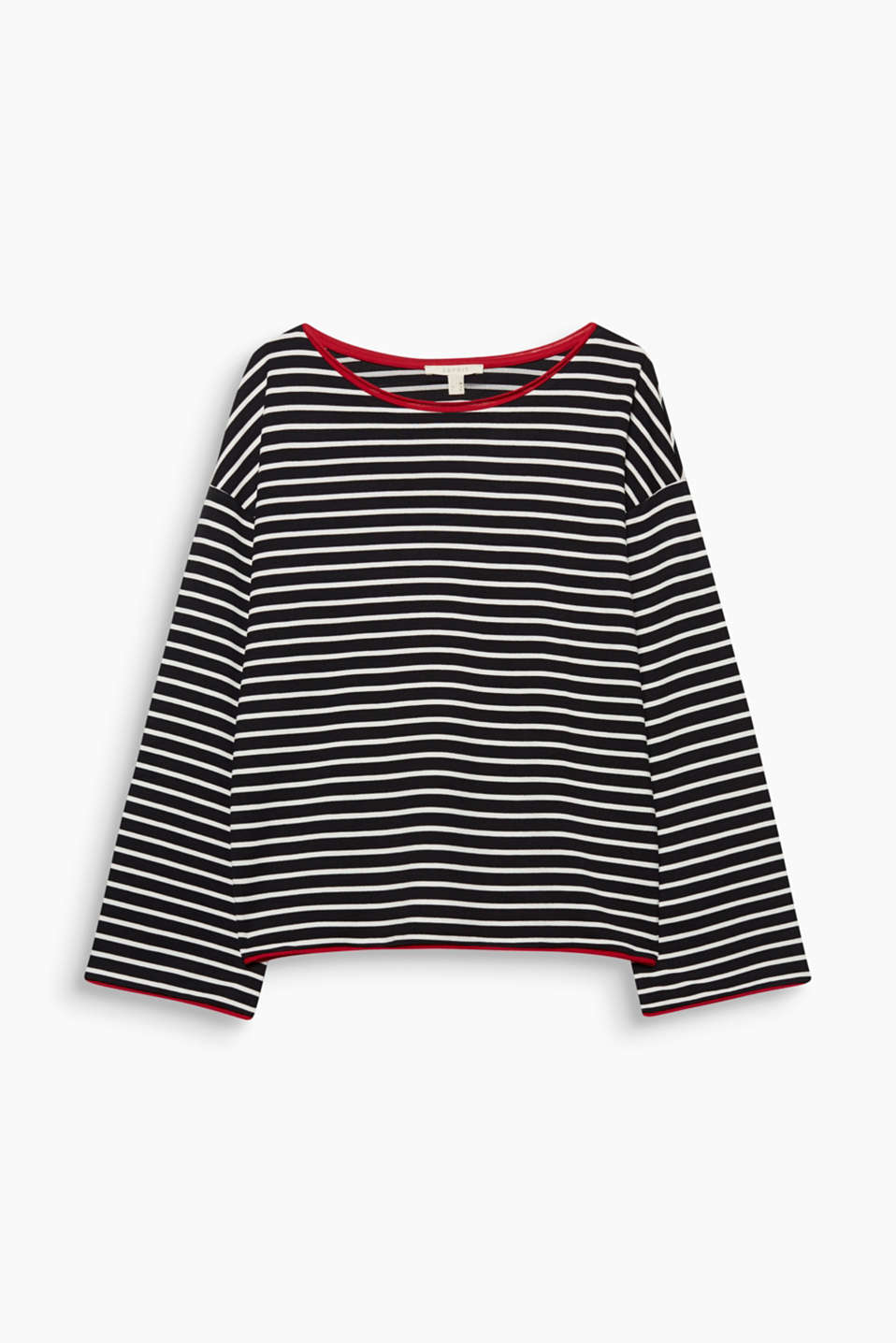 A nautical striped look and rolled edges in a contrasting colour give this long sleeve top its casual vibe.