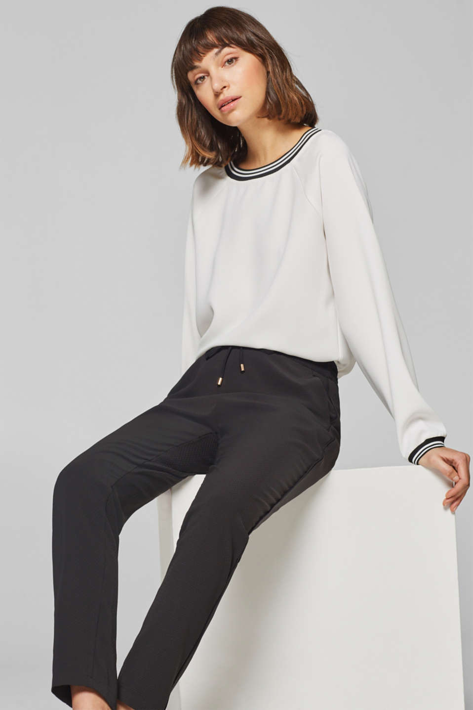 Esprit - Textured trousers in a tracksuit bottoms style