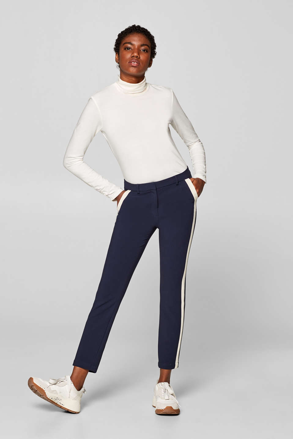 Esprit - Cropped stretch trousers with tuxedo stripes