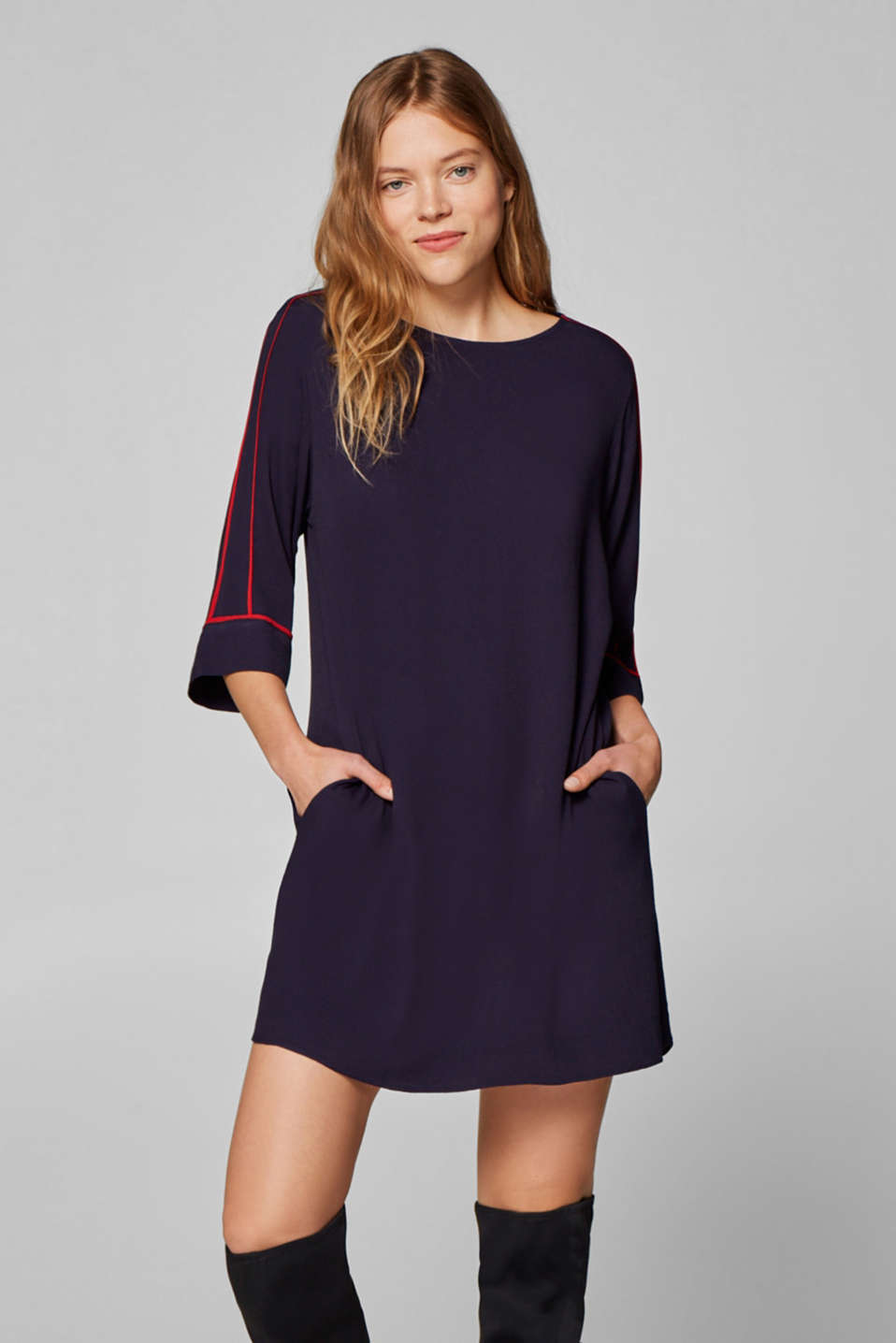 Esprit - Flared crêpe dress with piping