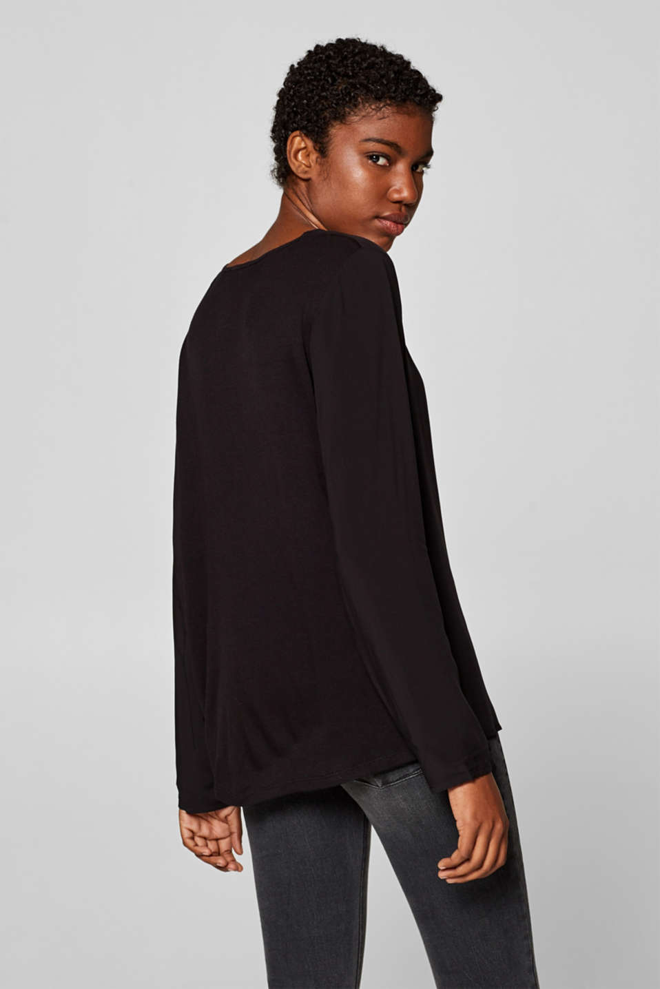 V-neck blouse top with a front pleat, BLACK, detail image number 3