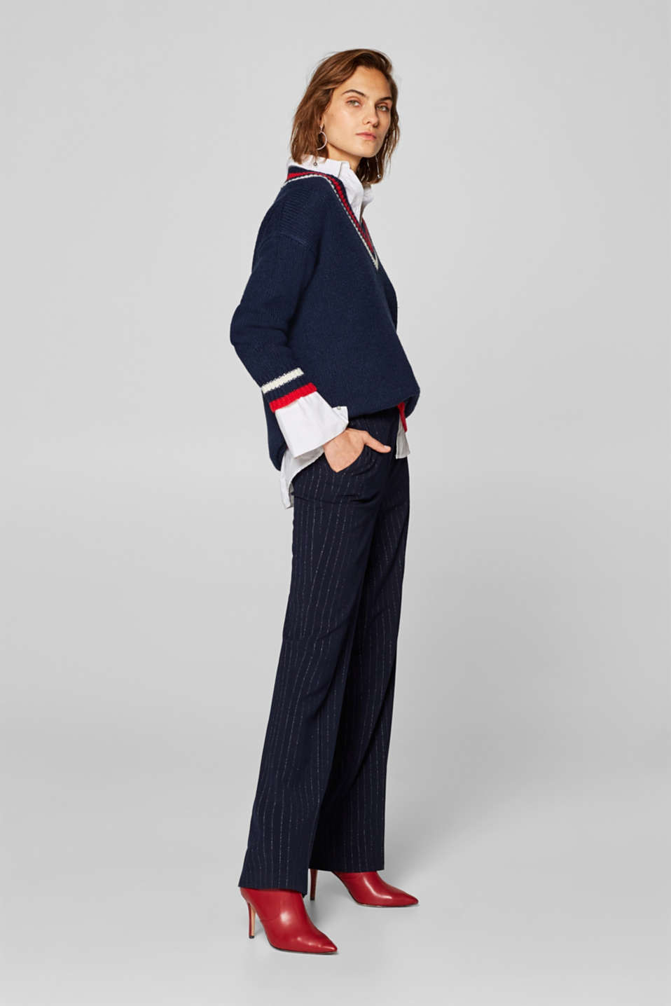 Esprit - Stretch trousers with glittering pinstripes