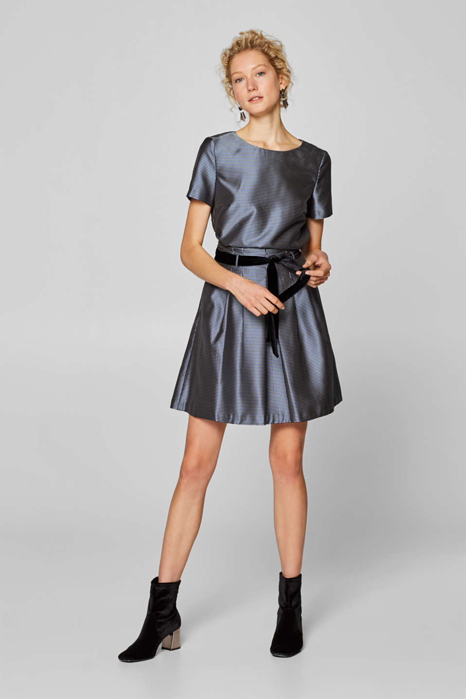 Esprit - SATIN CHECK mix + match pleated skirt with a velvet belt