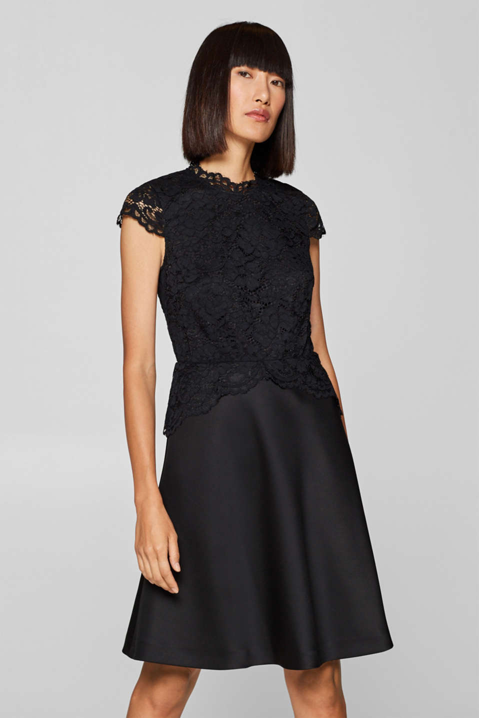 Esprit - Dress in delicate lace and firm jersey