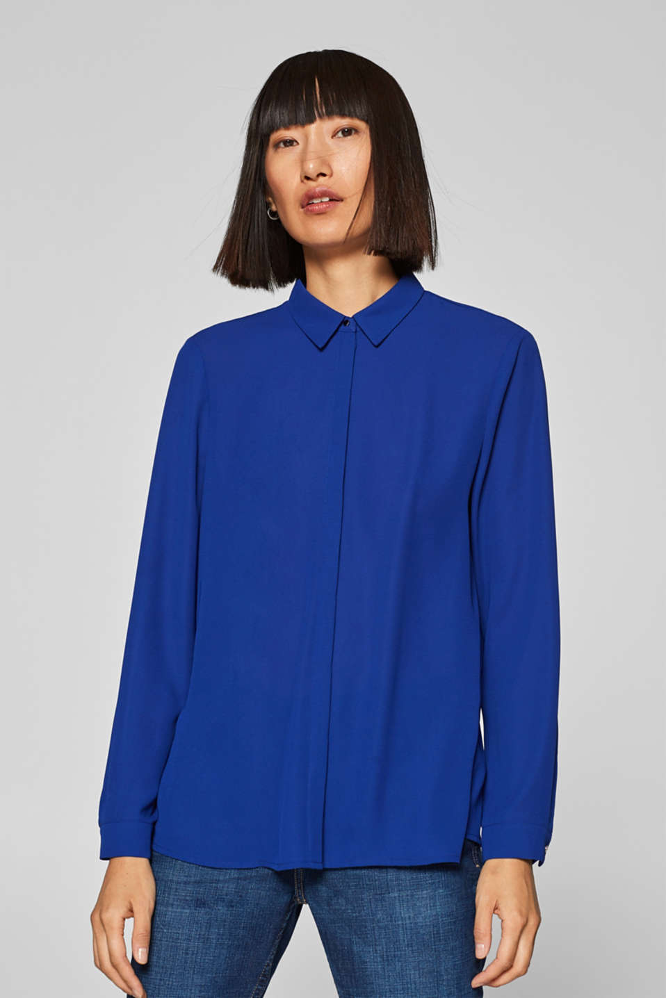 Esprit - Chiffon blouse with back pleats