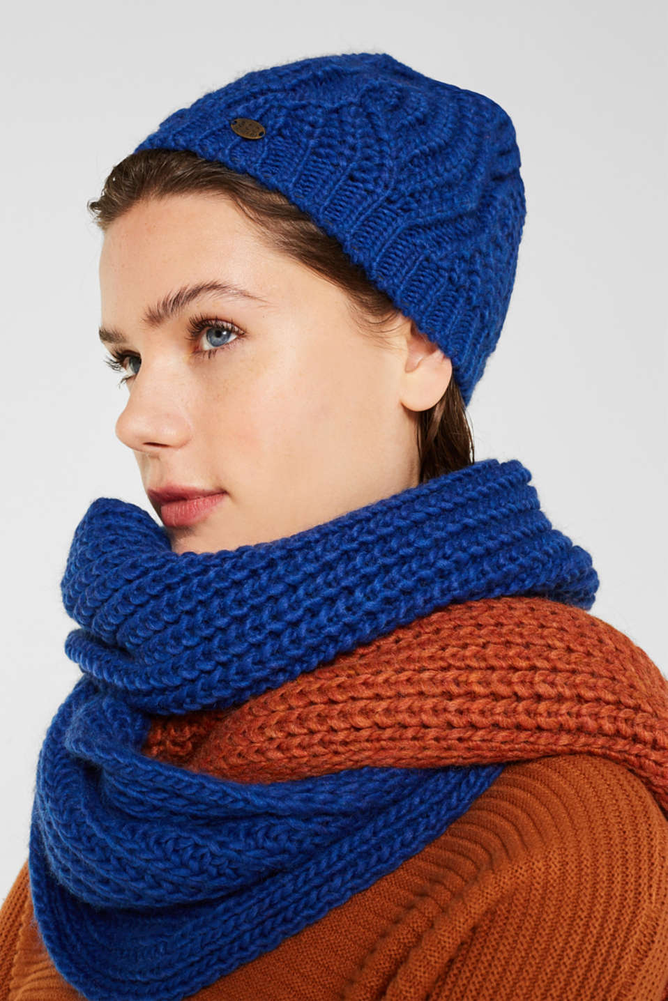 With wool and alpaca: Beanie with a texture, BRIGHT BLUE, detail image number 2