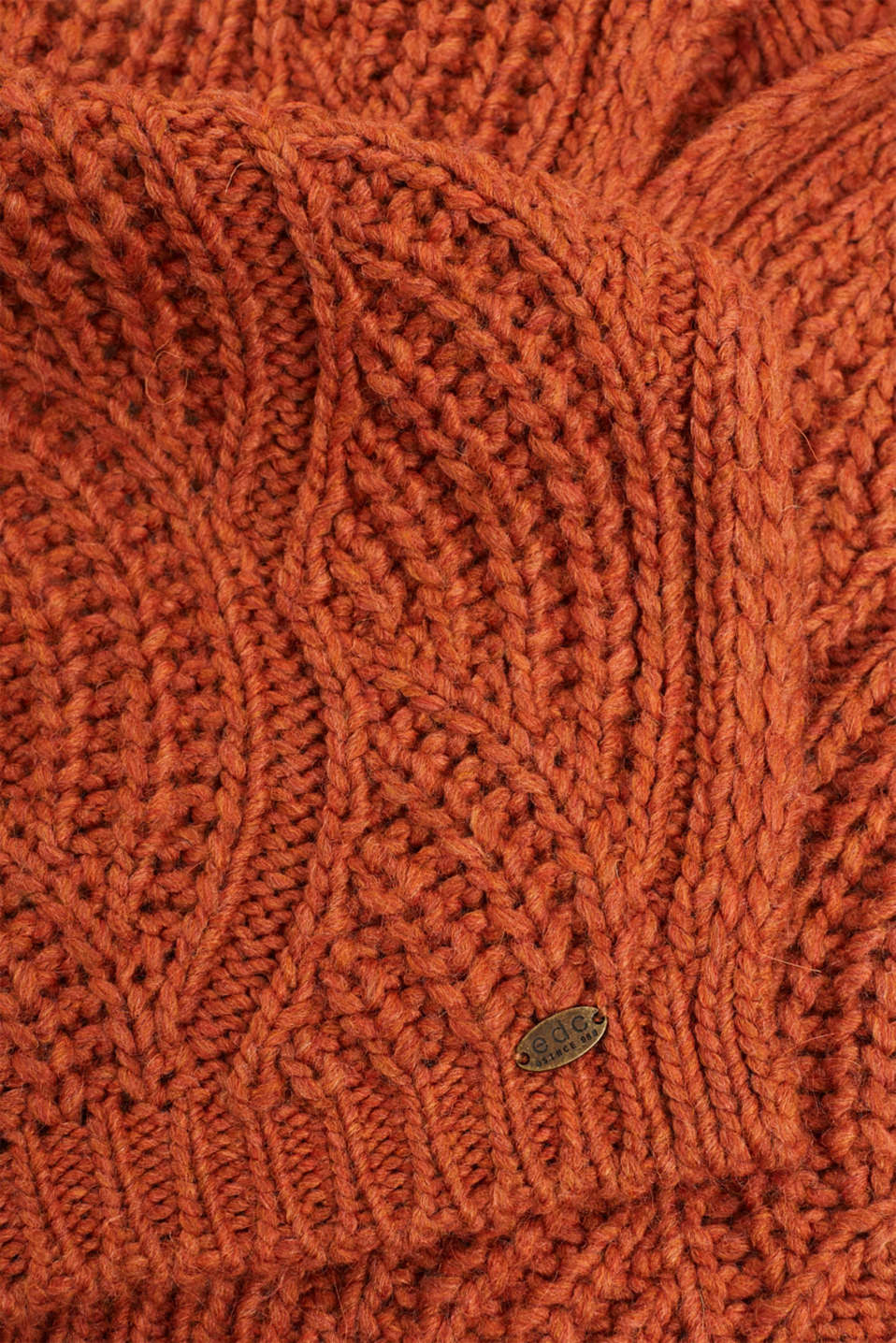 With wool and alpaca: Textured scarf, CINNAMON, detail image number 2
