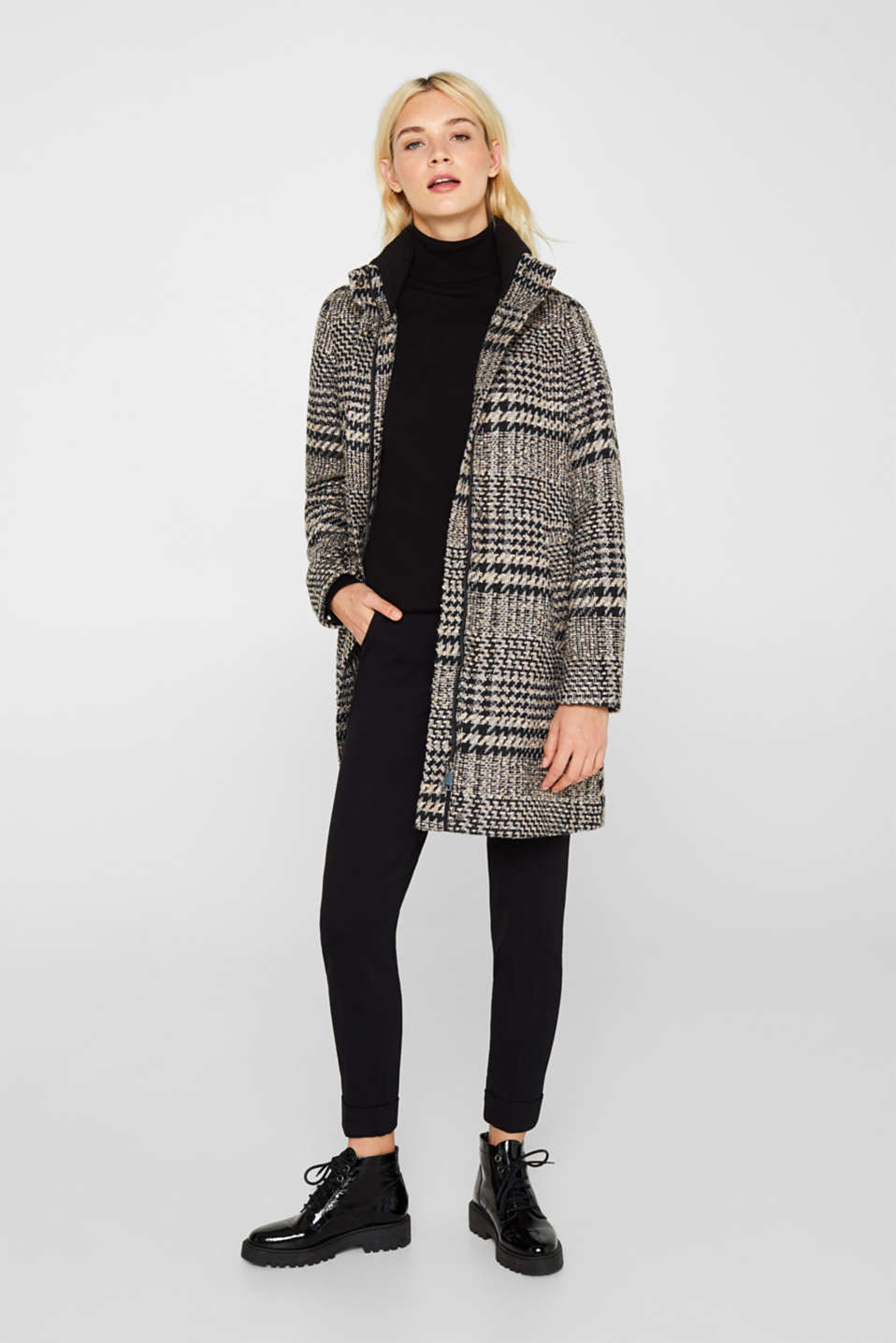 Houndstooth coat with a knit collar