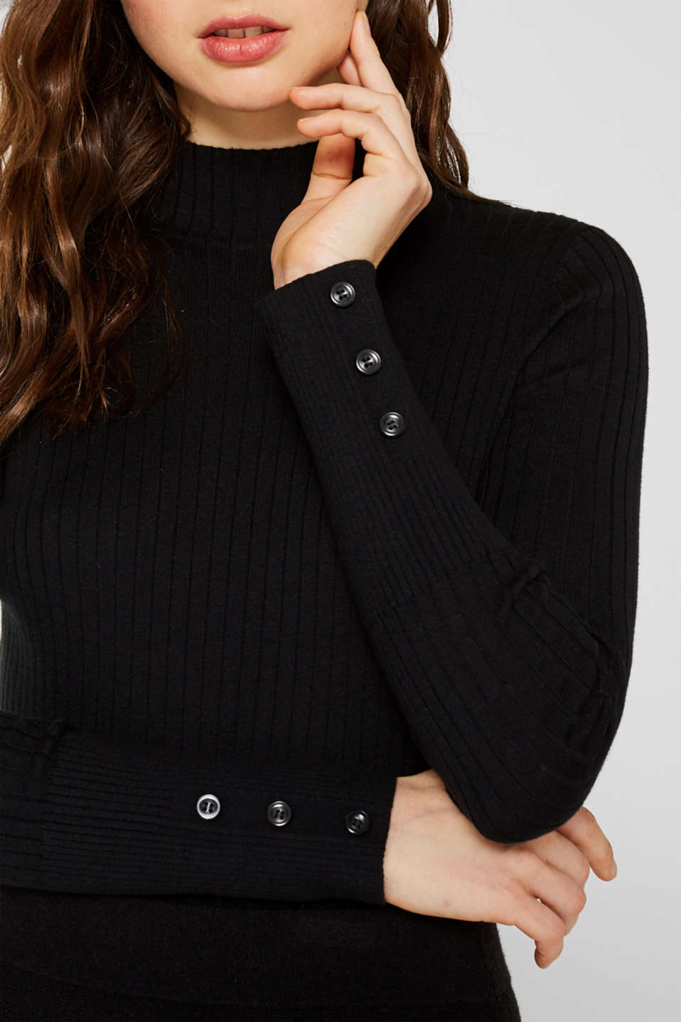 With silk: Ribbed jumper with a stand-up collar