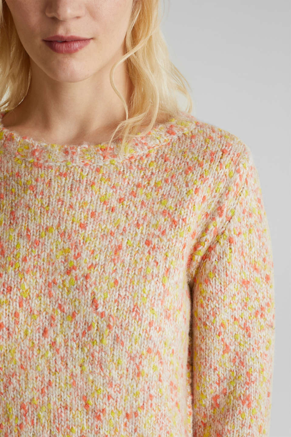 Wool blend: jumper with a dimpled texture, BEIGE, detail image number 2