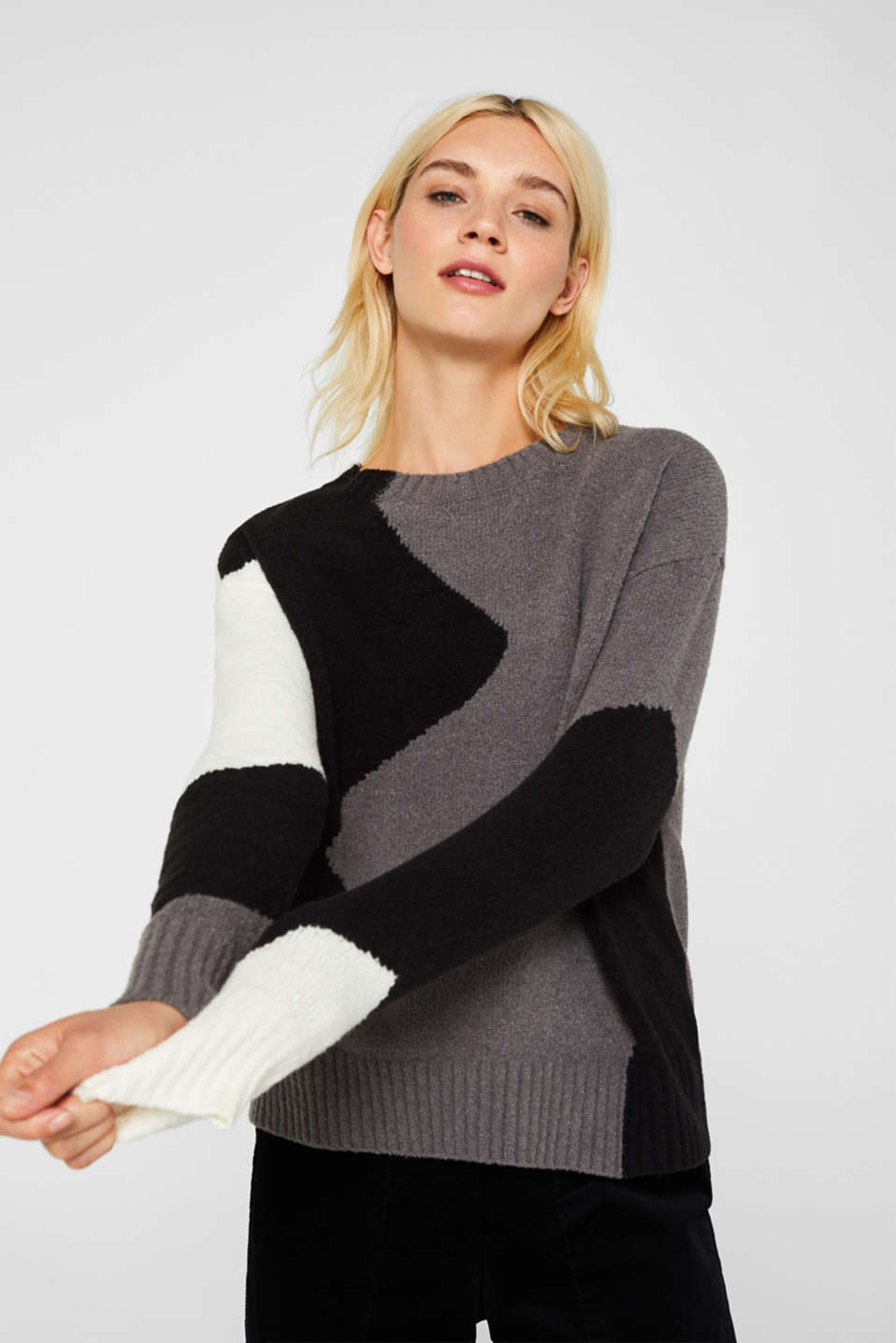 Colour block jumper made of bouclé