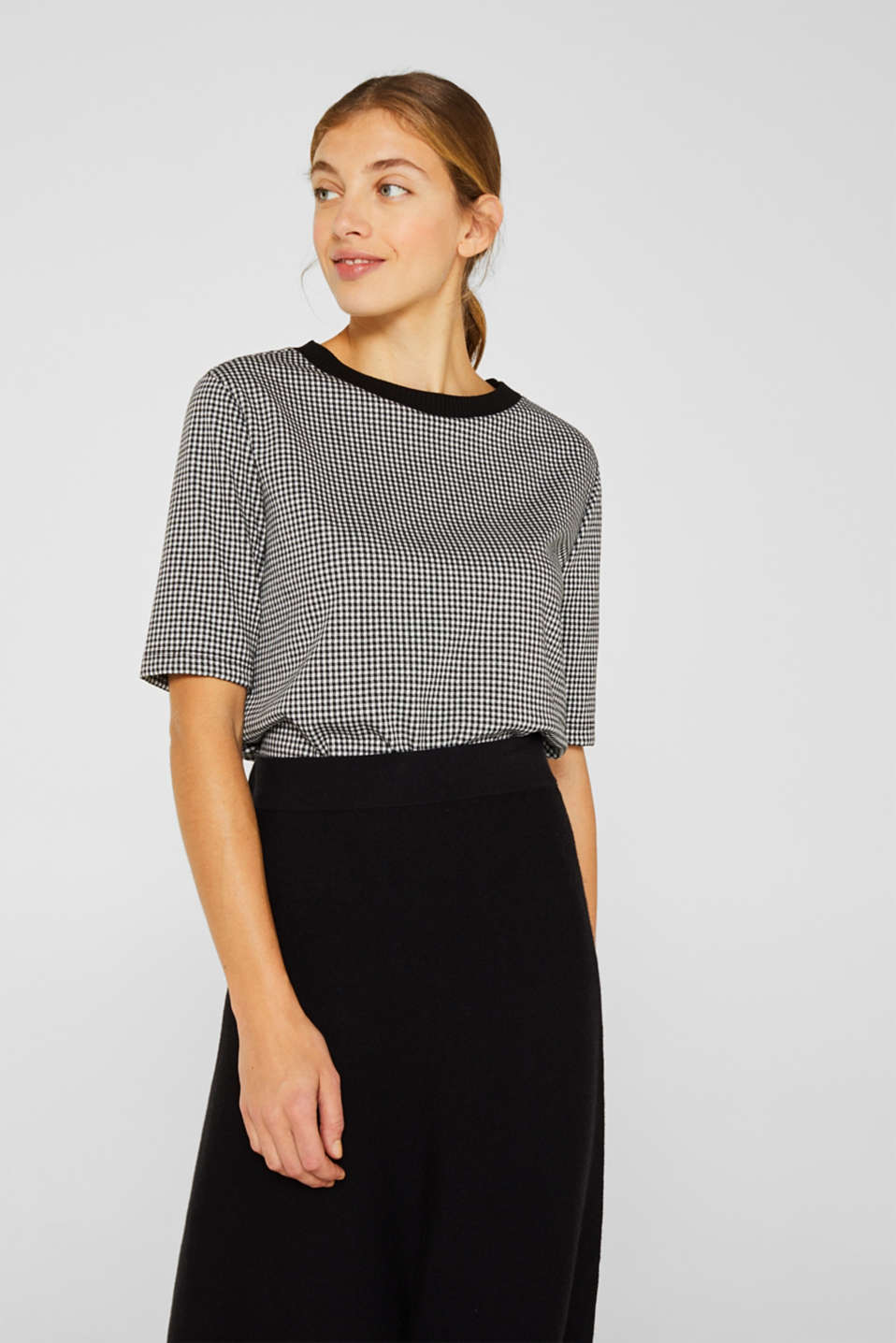 Short-sleeved sweatshirt with a ribbed trim