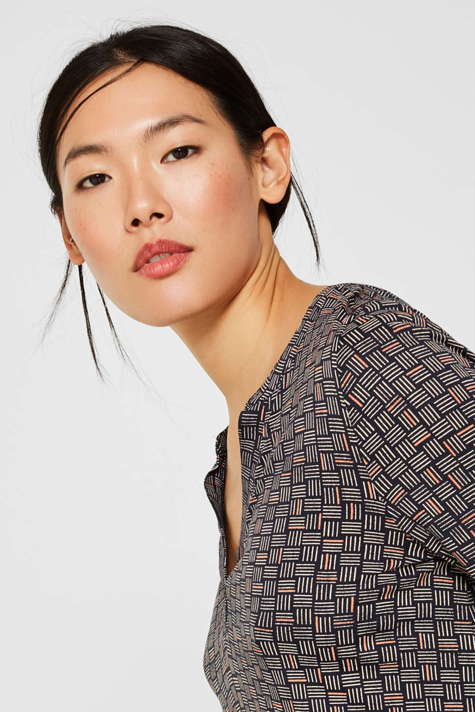 Long-sleeve top with elasticated edges