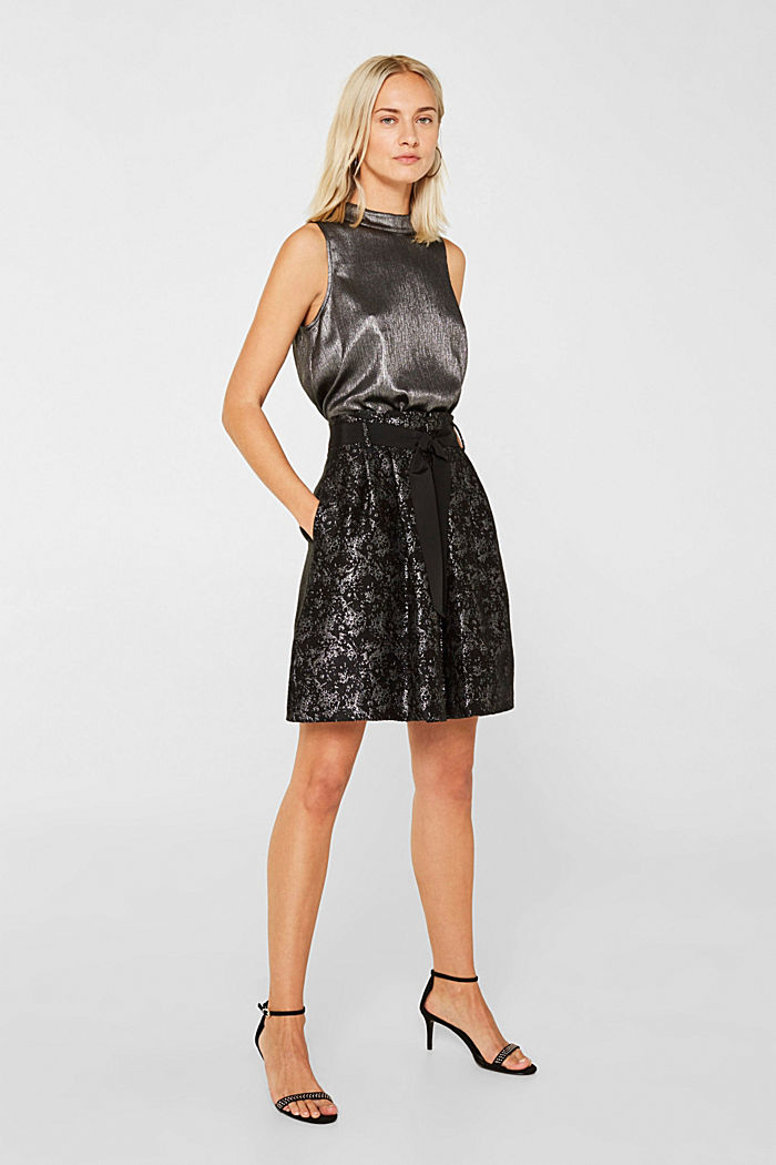 Jacquard skirt with a metallic sheen