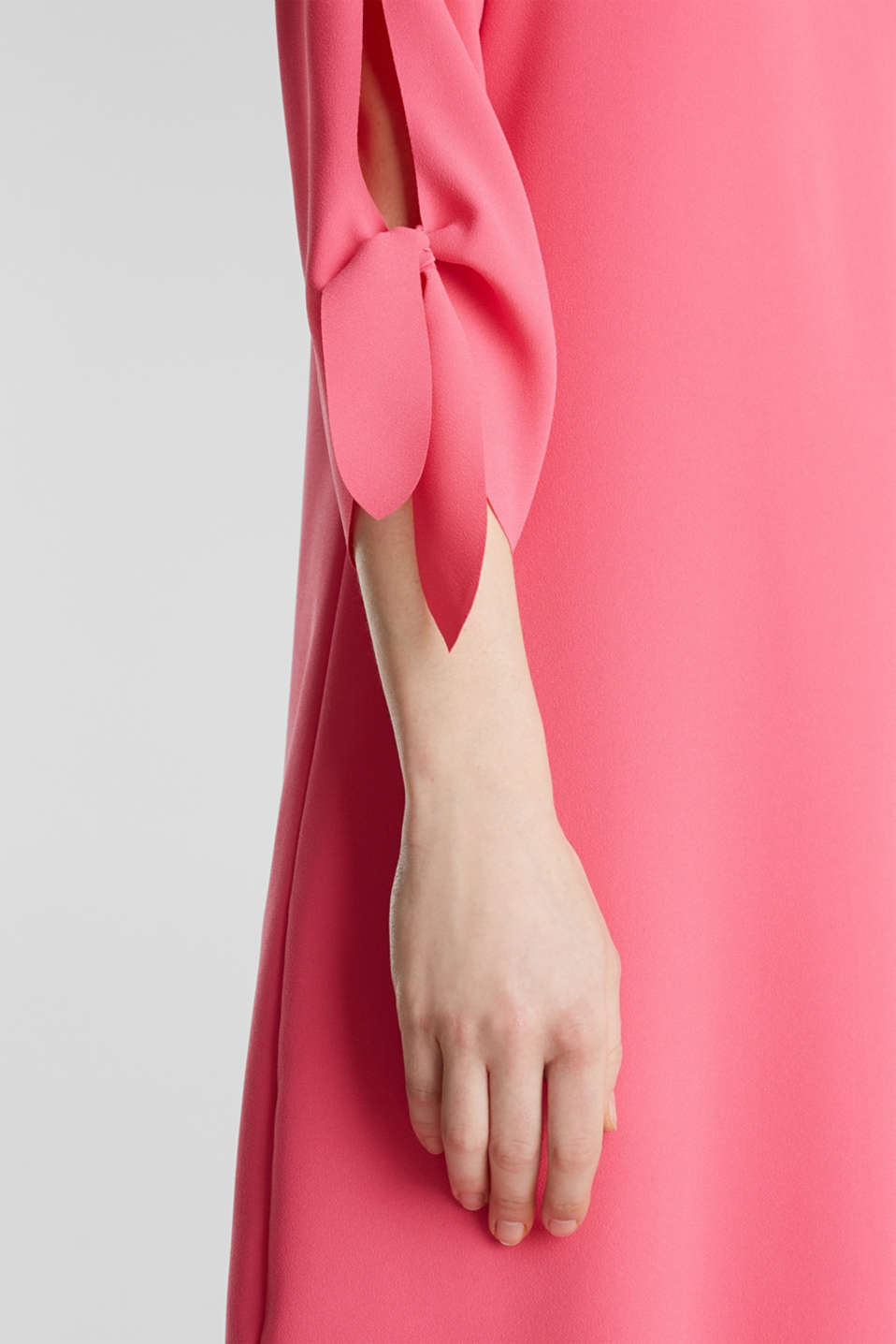 Crêpe dress with laser-cut details, PINK, detail image number 5