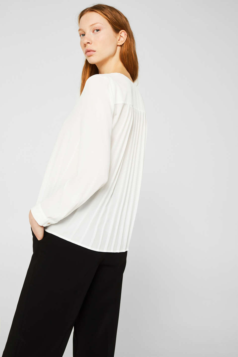 Crêpe blouse with a pleated back section, OFF WHITE, detail image number 3