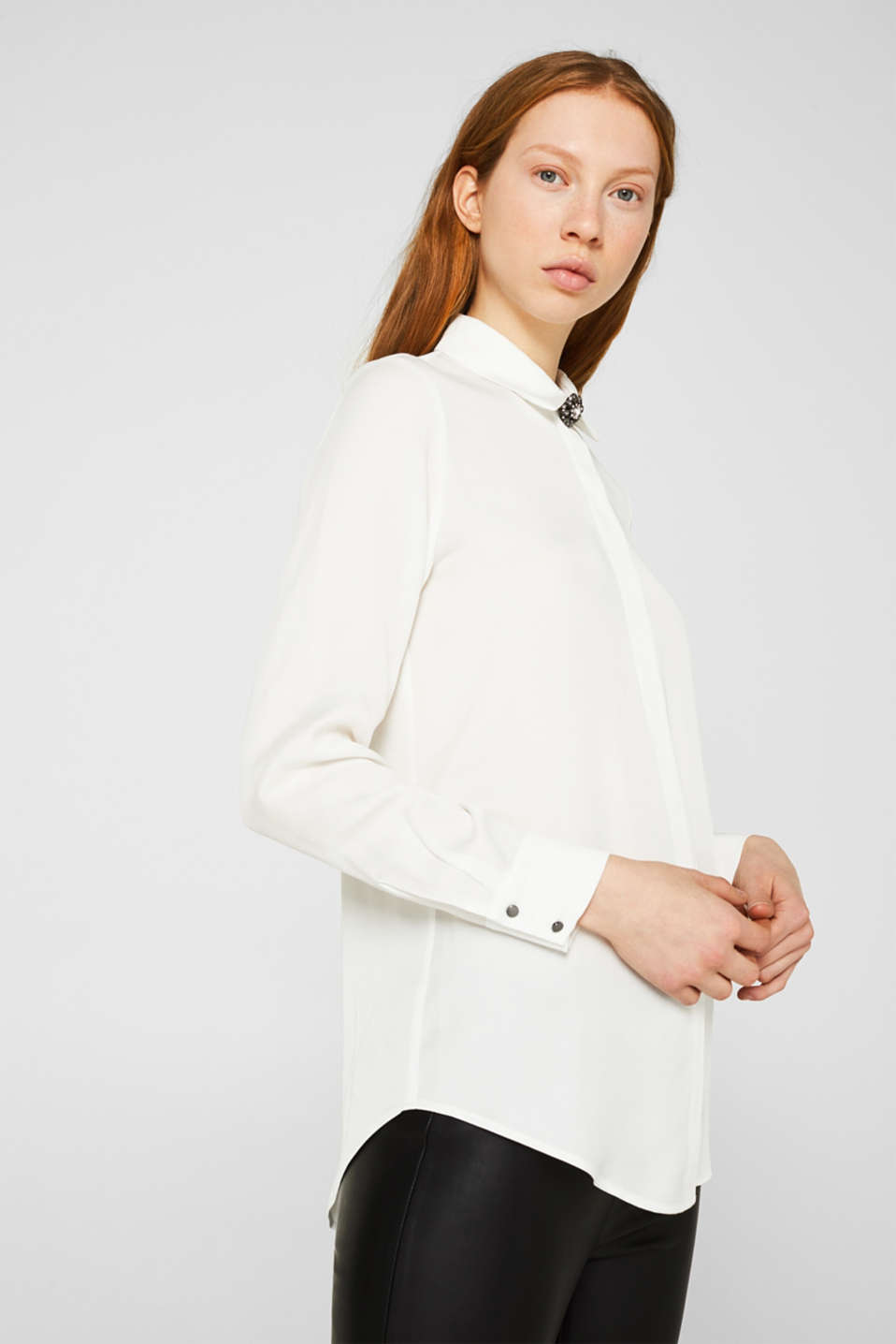 Piqué shirt blouse with a rhinestone brooch, OFF WHITE, detail image number 0