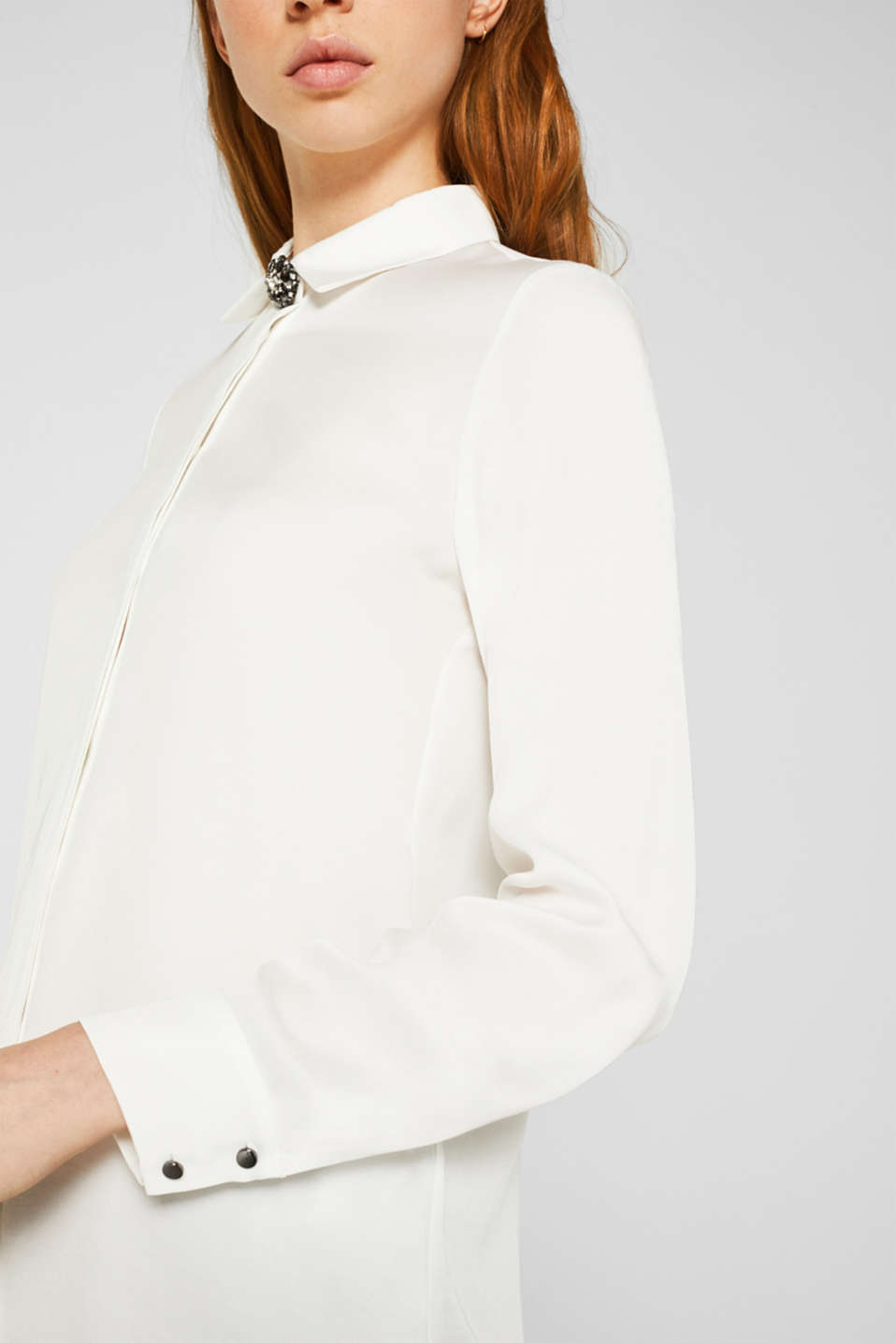 Piqué shirt blouse with a rhinestone brooch, OFF WHITE, detail image number 2