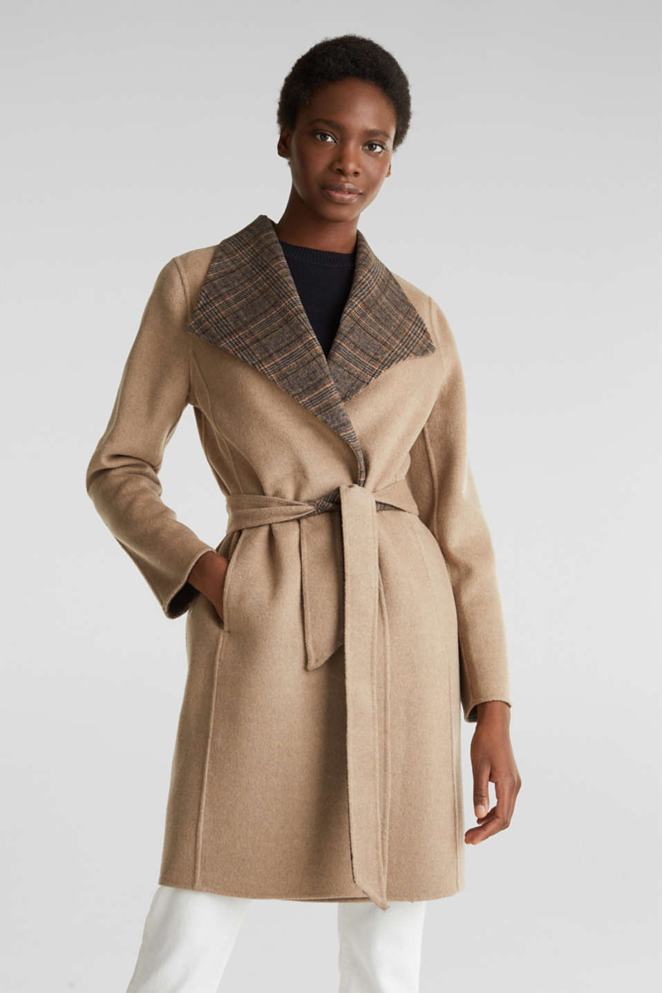 Made of blended wool: Coat with check details