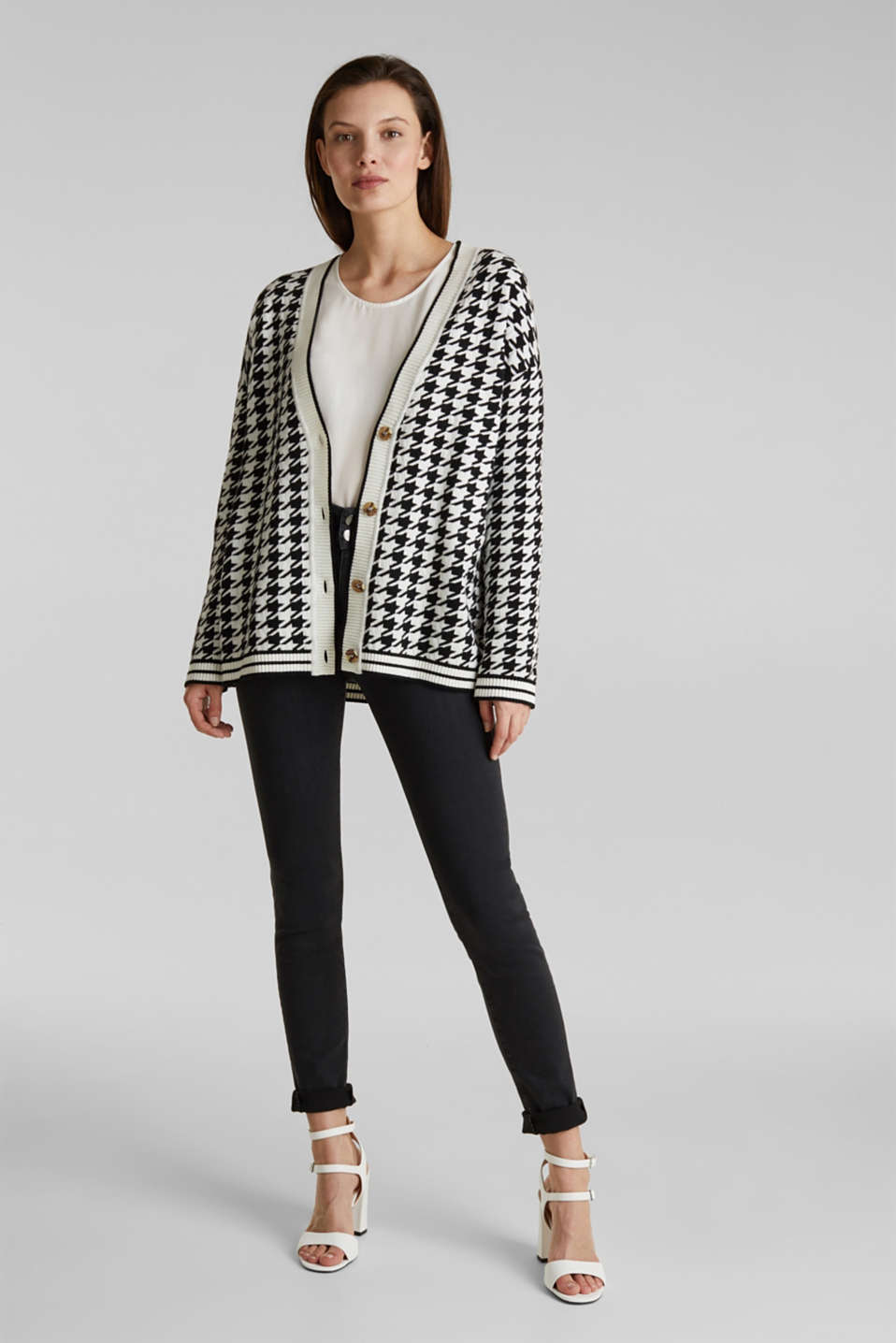 With cashmere: cardigan in an oversized look, BLACK, detail