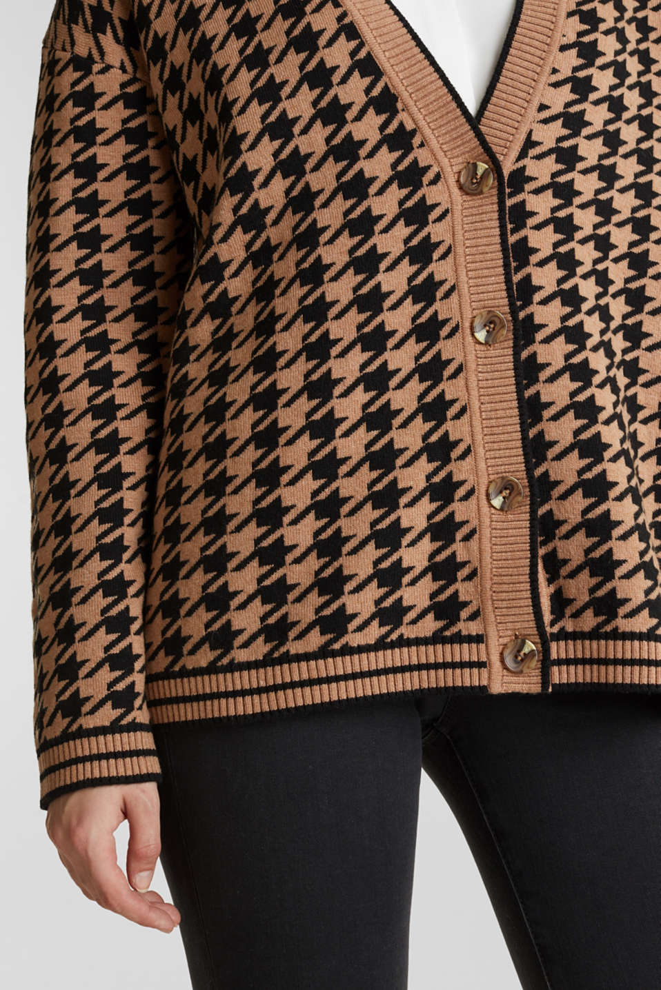 With cashmere: cardigan in an oversized look, CAMEL, detail image number 4