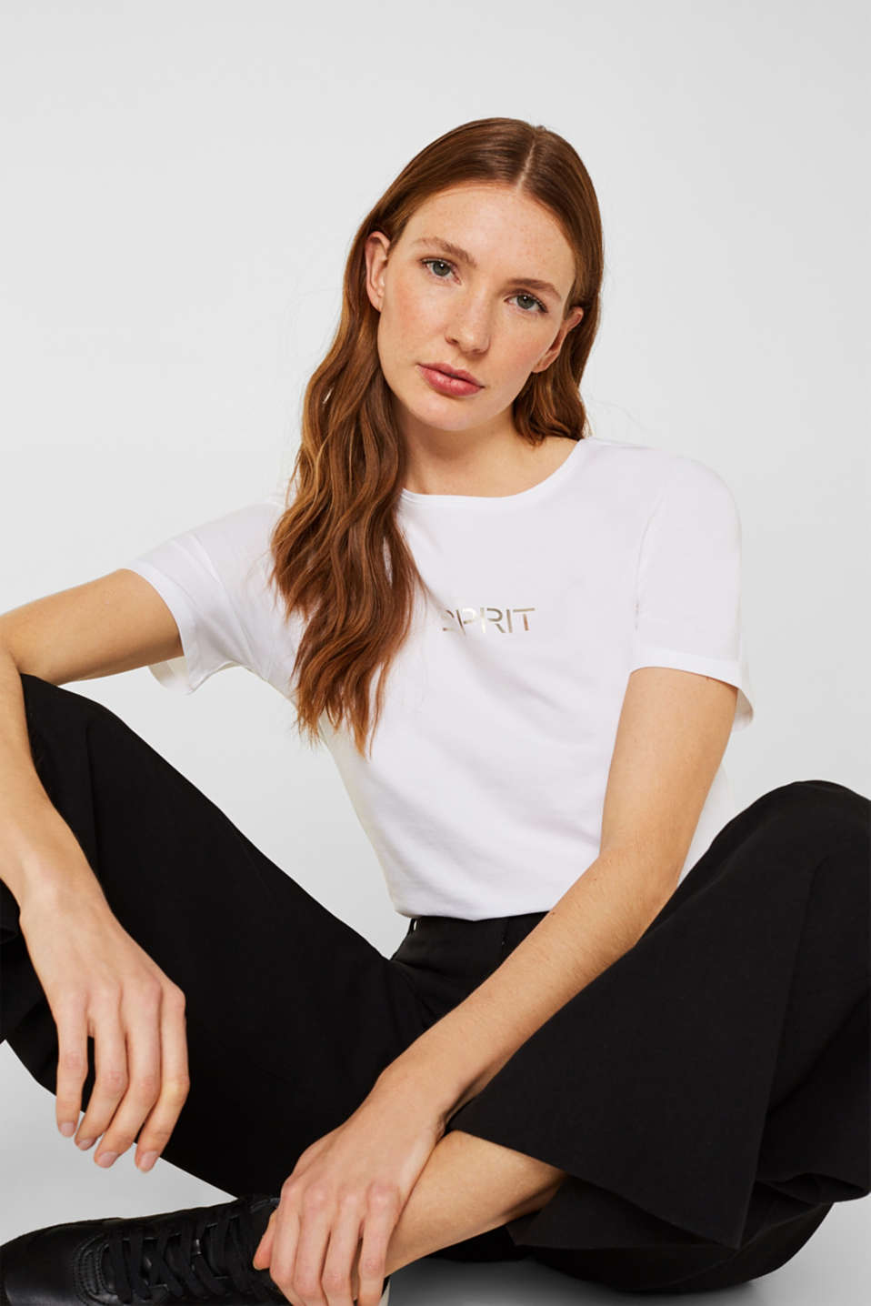 Esprit - Stretch T-shirt with a shiny logo