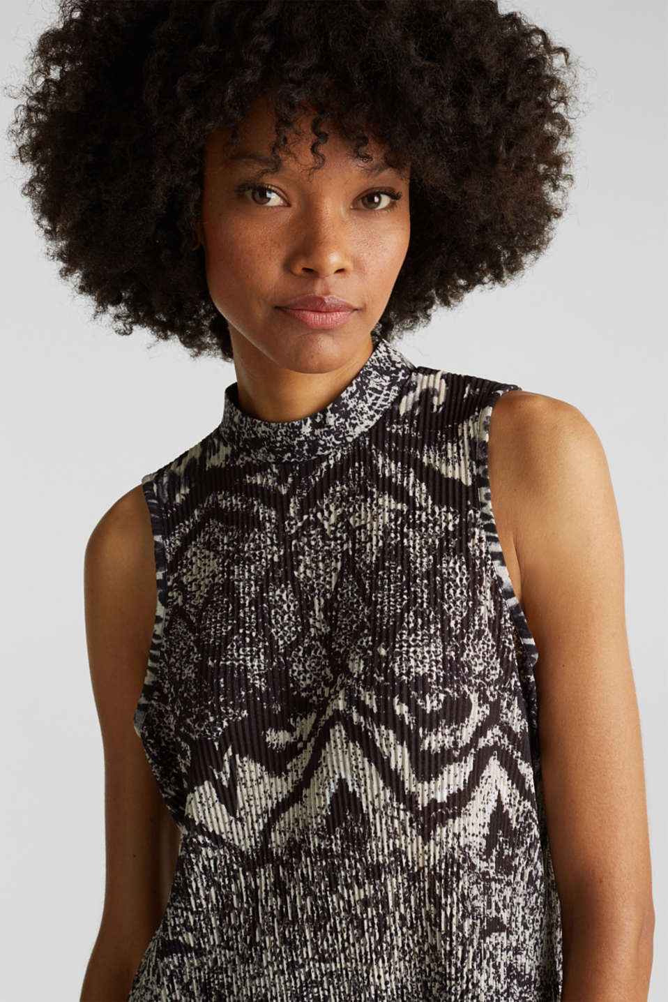 Pleated top with a stand-up collar, BLACK, detail image number 6