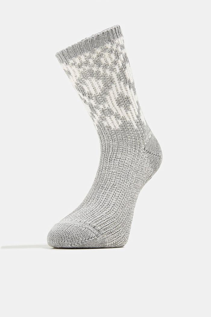Mit Wolle: Socken mit Rauten-Muster