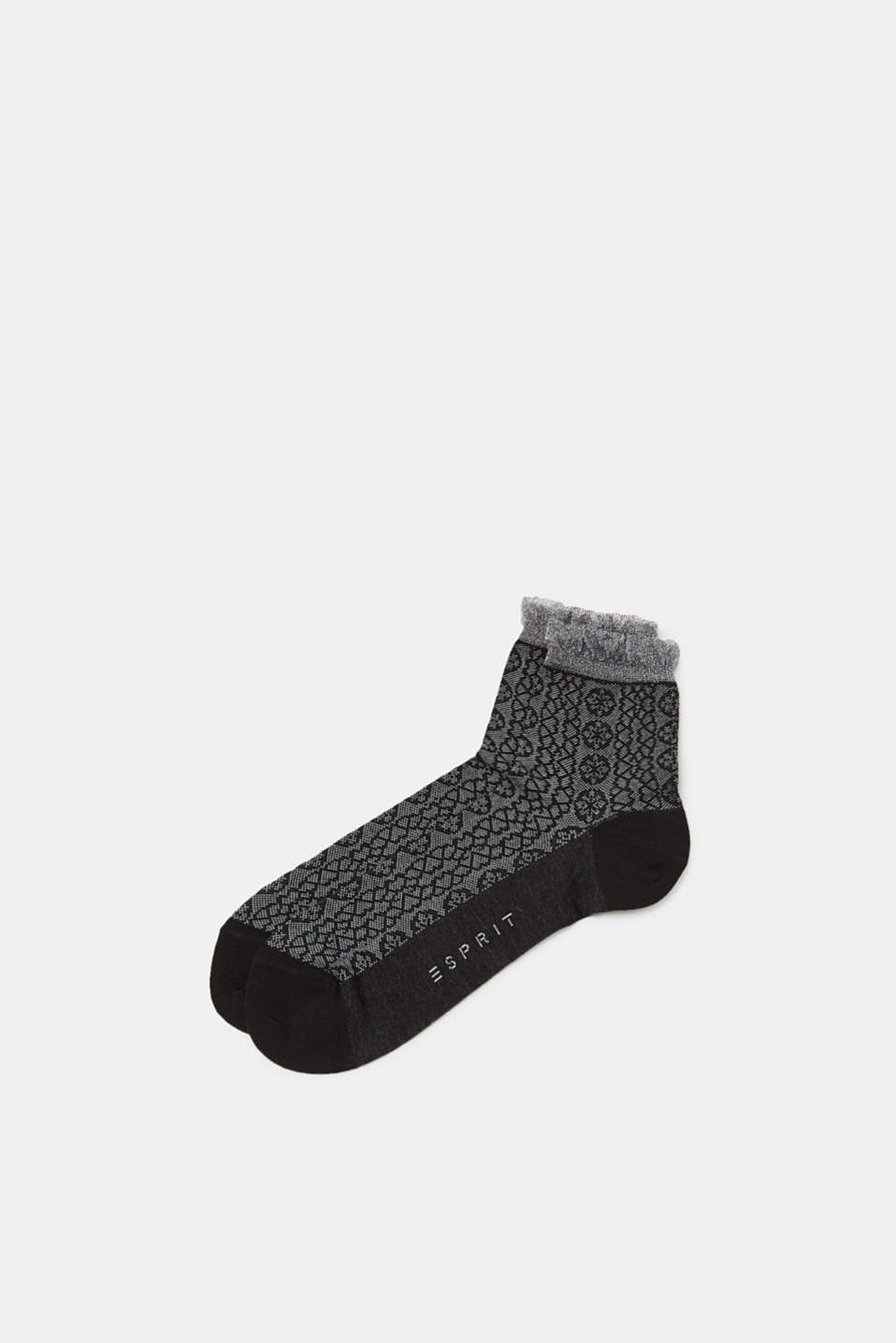 The fine, ornamental intarsia and the shimmering, frilled trim give these socks a feminine look.