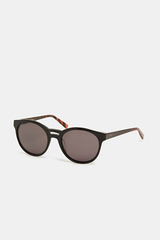 Sunglasses with a double-layered nose bridge