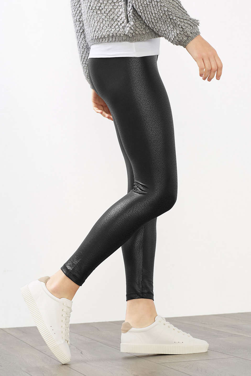 Leggings with a shimmering sequin print