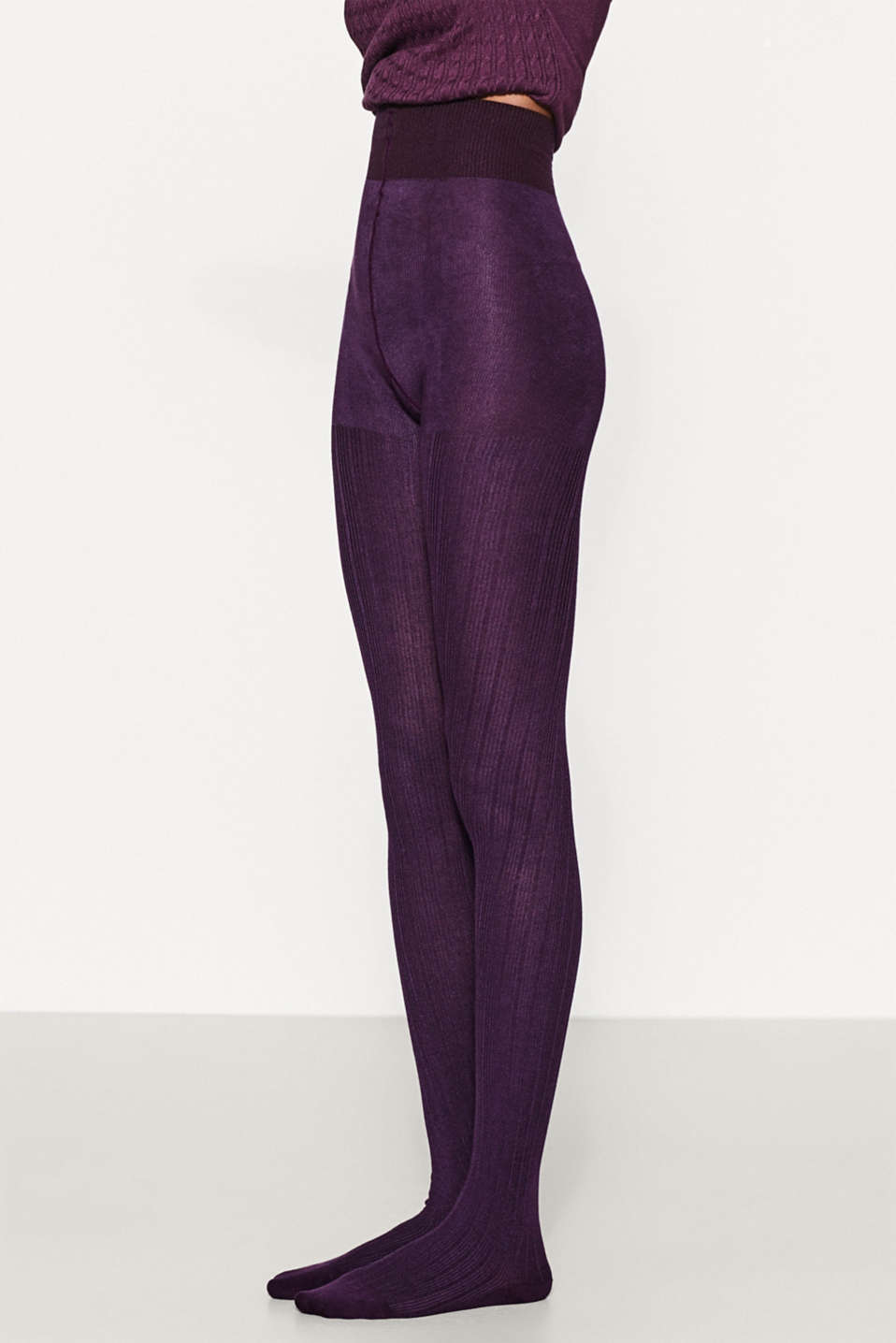These finely ribbed tights will complete your feminine autumn look and go perfectly with dresses and skirts!