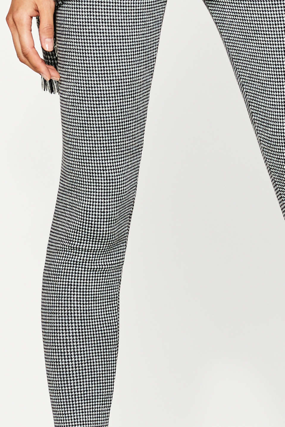 Leggings with timeless houndstooth pattern