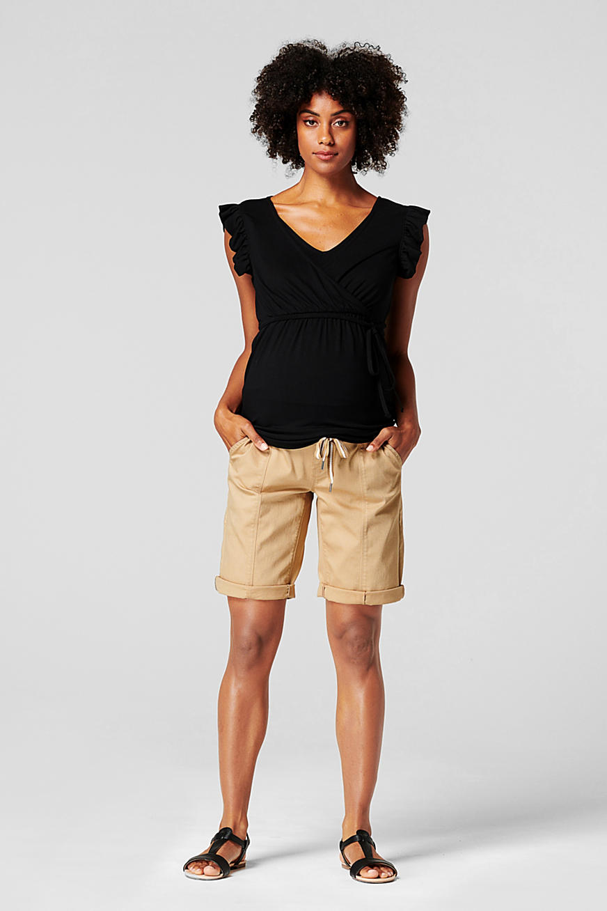 Shorts with an over-bump waistband and a belt