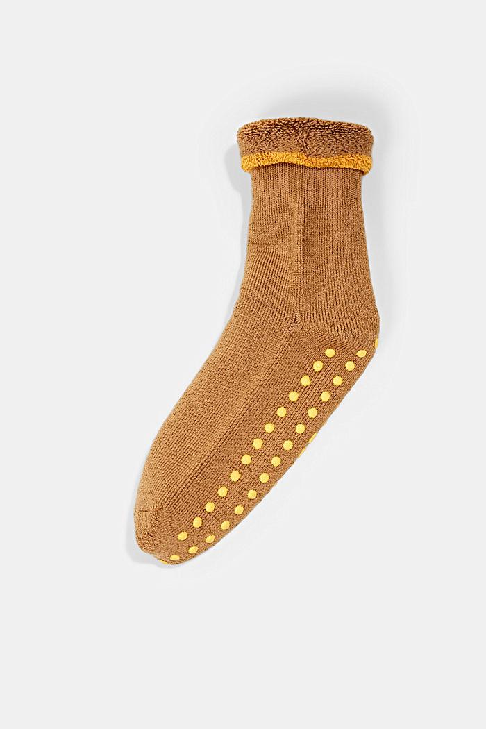 Con lana vergine: morbide calze antiscivolo