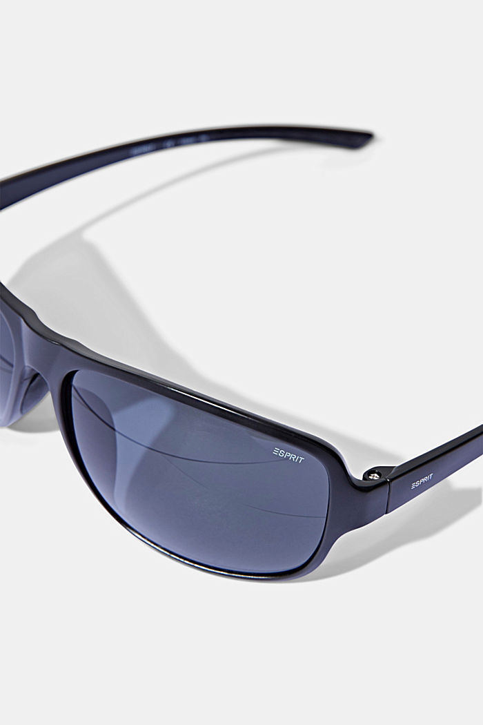 Sports sunglasses with polycarbonate lenses